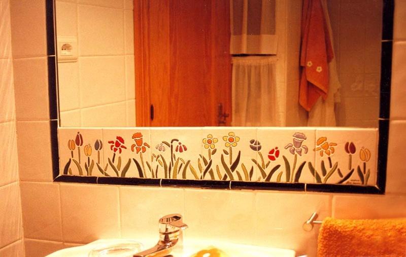 """Azulejos Baño Sueltos: Espejo de azulejos de cerámica y azulejos sueltos modelo """"Amapolas"""